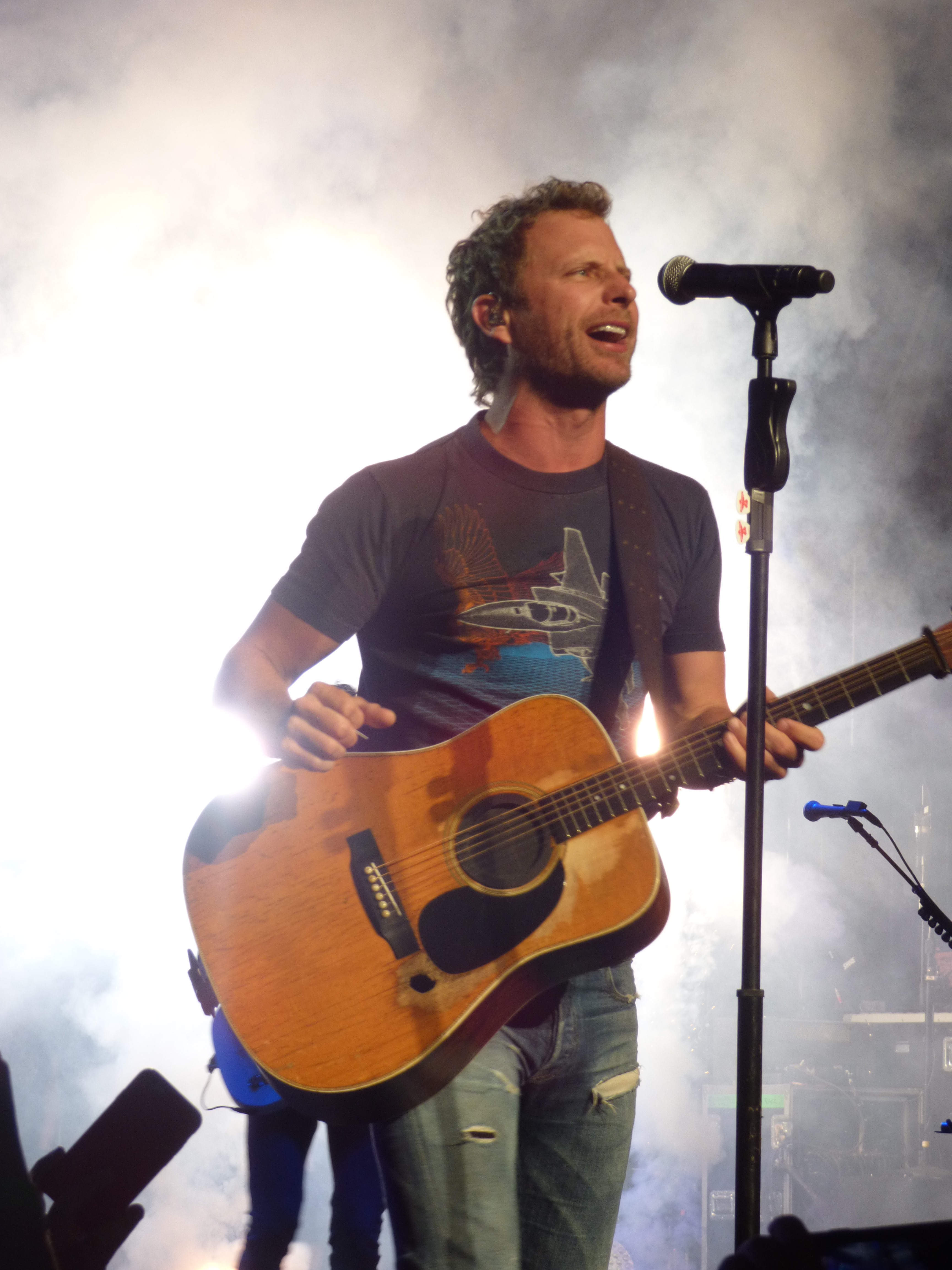 Dierks Bentley Brings His Sounds Of Summer Tour Through